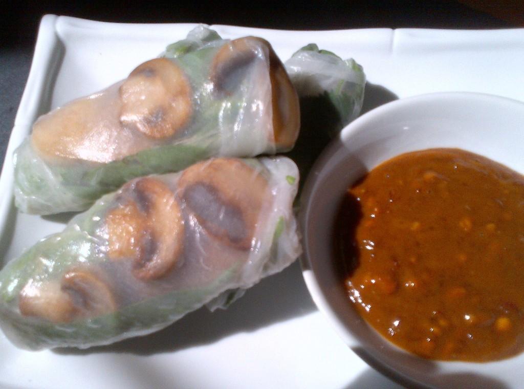 Vegetarian Vietnamese Mushroom Spring Rolls w/ Dipping Sauce - ...